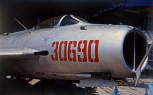 the-nose-of-an-f-6-showing-the-30-mm-cannons-fitted-in-the-right-wing-root-and-the-lower-body