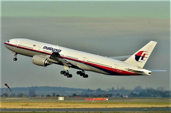 800px-Boeing_777-200ER_Malaysia_AL_(MAS)_9M-MRO_-_MSN_28420_404_(9272090094)