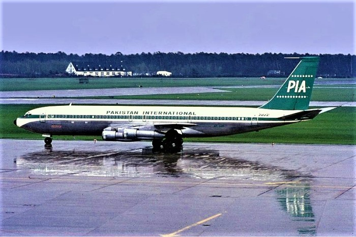 800px-PIA_Boeing_707_Manteufel-1